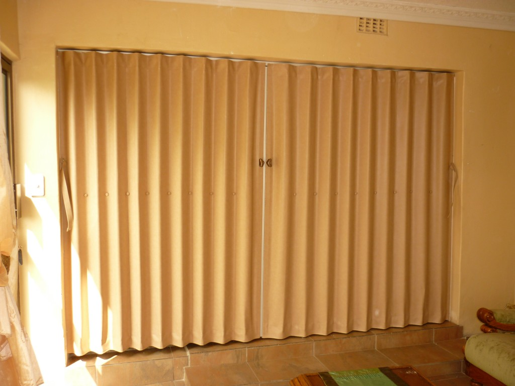 Vynil-Folding-Door-1024x768