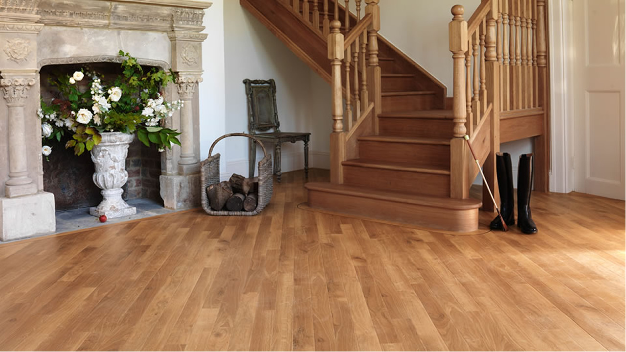 Buy solid wood flooring in dubai and abu dhabi across uae for Real oak hardwood flooring